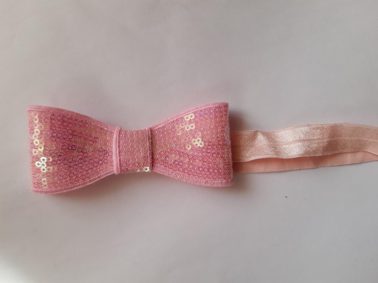 Повязка детская розовая с пайетками - бант около 10см, окружность 36-48см