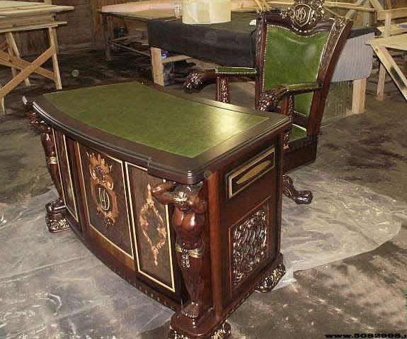 Мебель из натурального дерева на заказ в Киеве. Резная мебель.