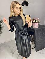Расклешенное платье до колен из эко-кожи