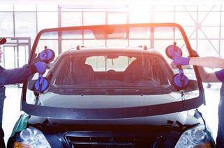 Встановлення і чищення автоскла