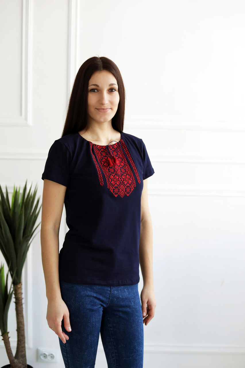 Жіноча футболка з орнаментом А-29