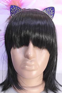 Красивый тонкий обруч для волос металлический с ушками украшенными синими и белыми камешками