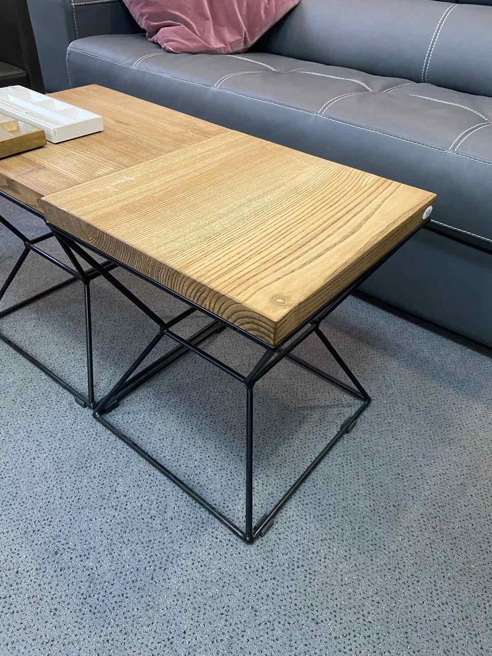 Кофейный столик «CUBE-S» со столешницей из дерева и ножками из металла