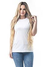 Стильная белая женская футболка