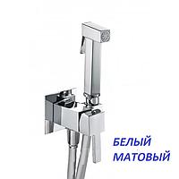 Белый смеситель с гигиеническим душем Fiore 30BB8595