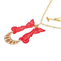 Ожерелье кружевное ярко-красное на цепочке в золотом цвете