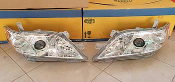 Оригинальные фары основного света Koito на Toyota Camry 40