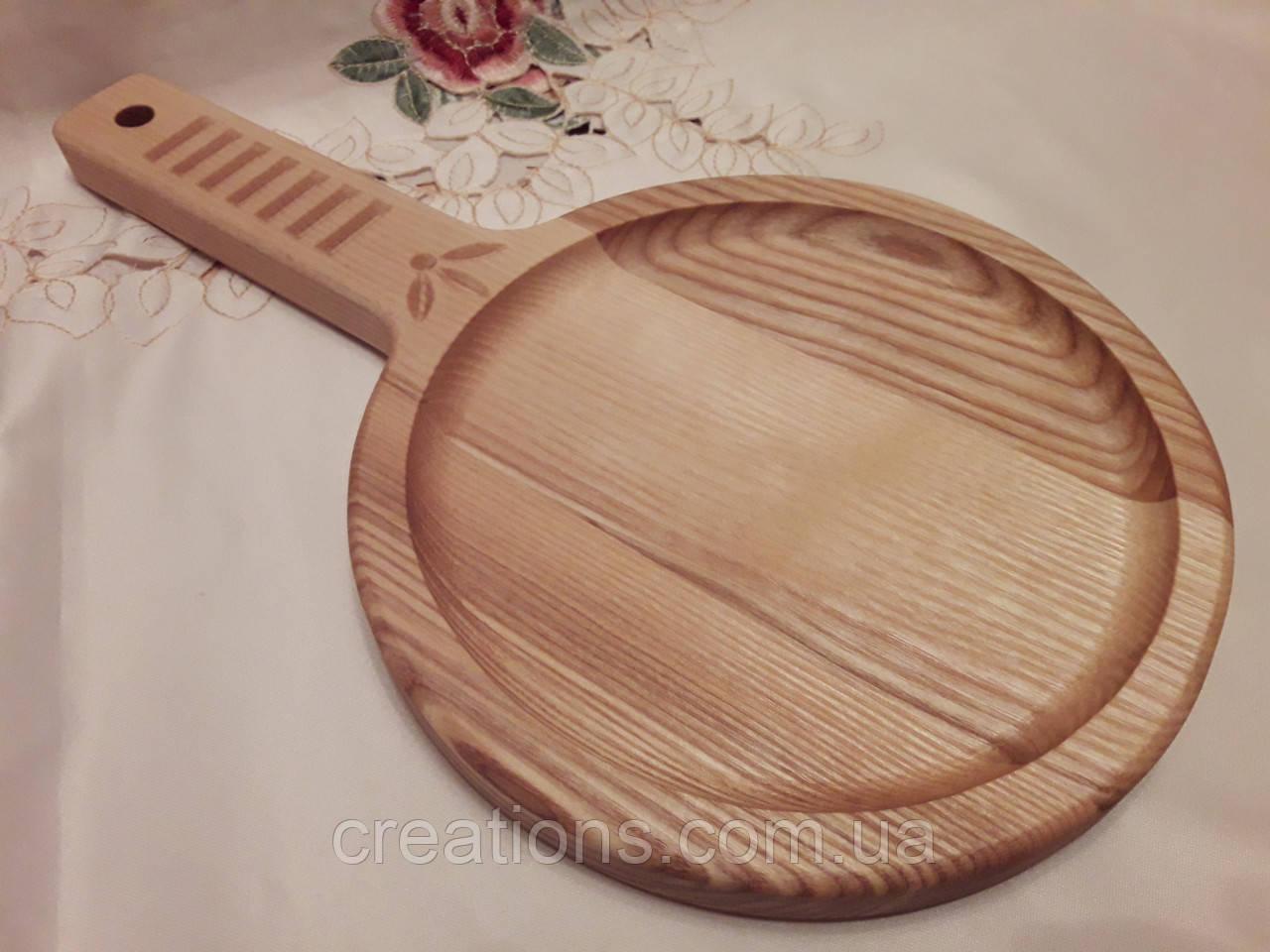 Тарелка деревянная 35х20 см. с декорированной ручкой из черешни, ясеня НМ-44