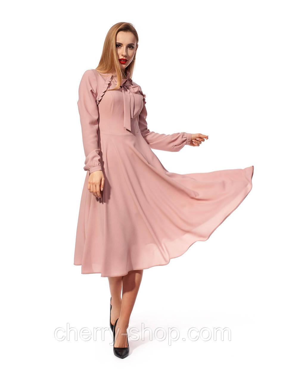 Пудровое платье из ткани софт