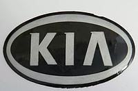 Антискользящий силиконовый коврик на торпедо с логотипом Kia