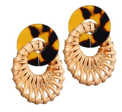 Модные серьги плетеные из ротанга
