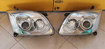 Оригинальные фары на Toyota Avensis Bi-Xenon