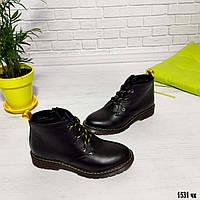 Женские ботинки из натуральной кожи с желтым шнурком