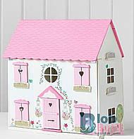 Деревянный домик с мебелью для кукол.