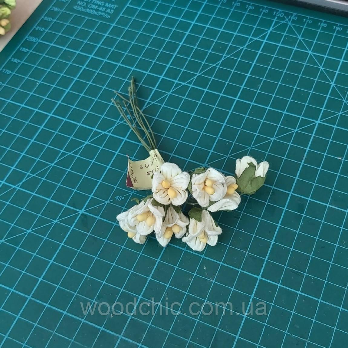Цветы бумажные 09 белый