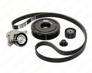 Комплект натягувач + ролик + шків + ремінь генератора на Renault Trafic 2006-> 2.0 dCi (+AC) - 7701477344