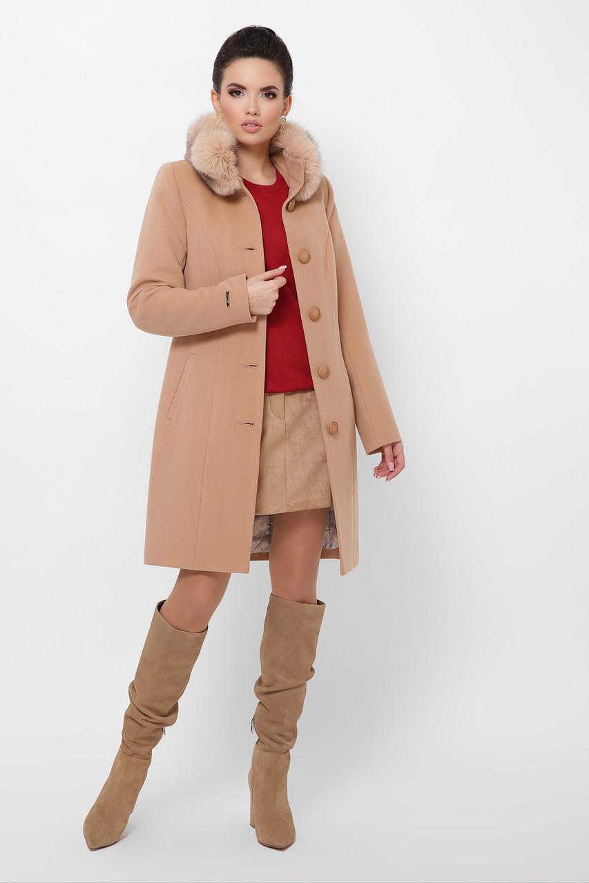 Бежевое пальто с меховой опушкой