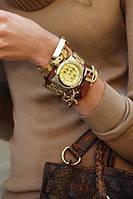 Можно ли сочетать позолоченные украшения и брендовую одежду?