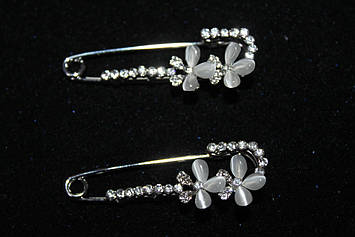 Красива брошка шпилька з квітами срібляста