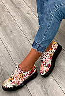 Красивые женские кроссовки с цветочным узором