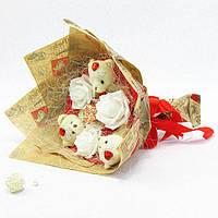 Букет из игрушек Мишки 3 с розами в бумаге 5185