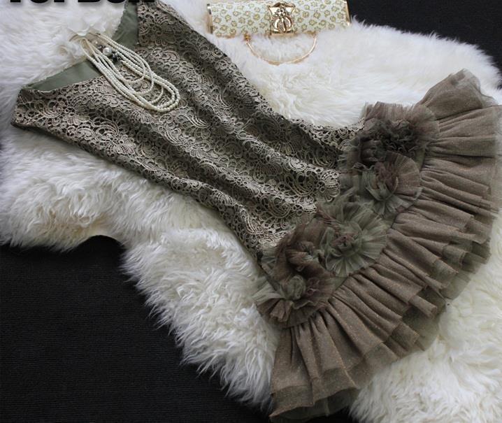 Платье хаки, обшитое кружевом