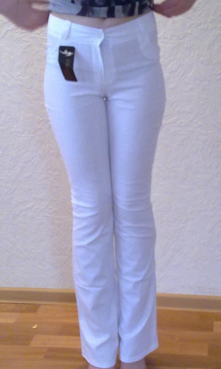 Светлые льняные брюки по смешной цене
