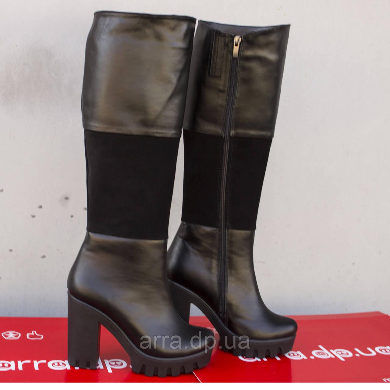 Высокие кожаные сапоги на каблуке