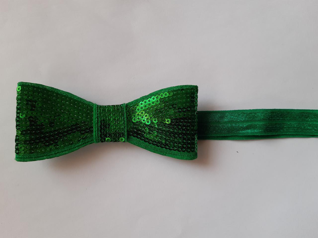 Повязка детская зеленая с пайетками - бант около 10см, окружность 36-48см