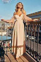 Вечернее выпускное платье кремового оттенка.