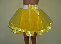Дитяча спідничка на резинці, жовта з стрічкою в горошок