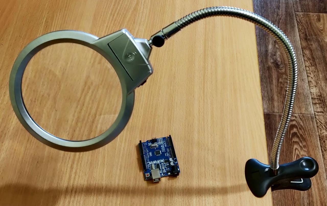 Лупа настольная на прищепке с LED подсветкой Magnifier 2,5x/5x 130мм MG15122-1C