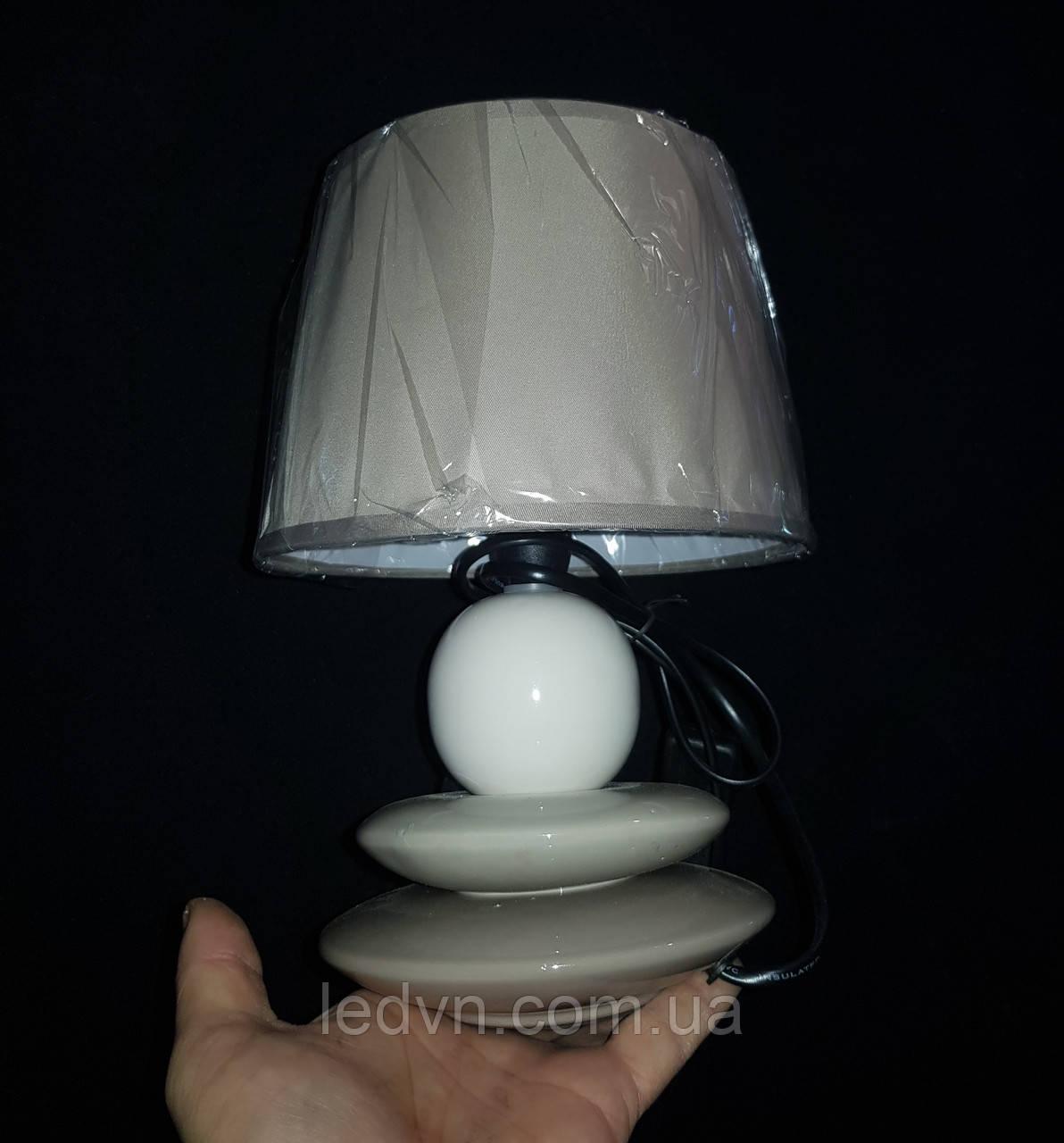 Настільна лампа з абажуром сіра