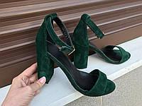 Зеленые замшевые босоножки на толстом каблуке с ремешком