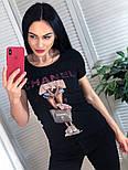 Жіноча стильна чорна і біла футболка з камінням і малюнком дівчинка з сумкою, брендовий люкс копія, фото 3