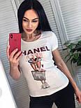 Жіноча стильна чорна і біла футболка з камінням і малюнком дівчинка з сумкою, брендовий люкс копія, фото 6