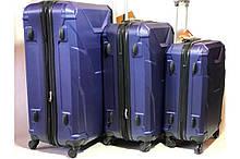 Комплект пластиковых чемоданов на 4 колеса gravit