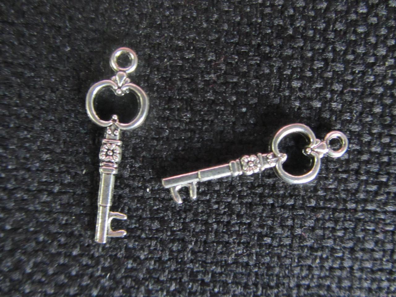 Ключик, (подвеска металлическая),19мм, 6\4 (цена за 1 шт. +2 грн.)