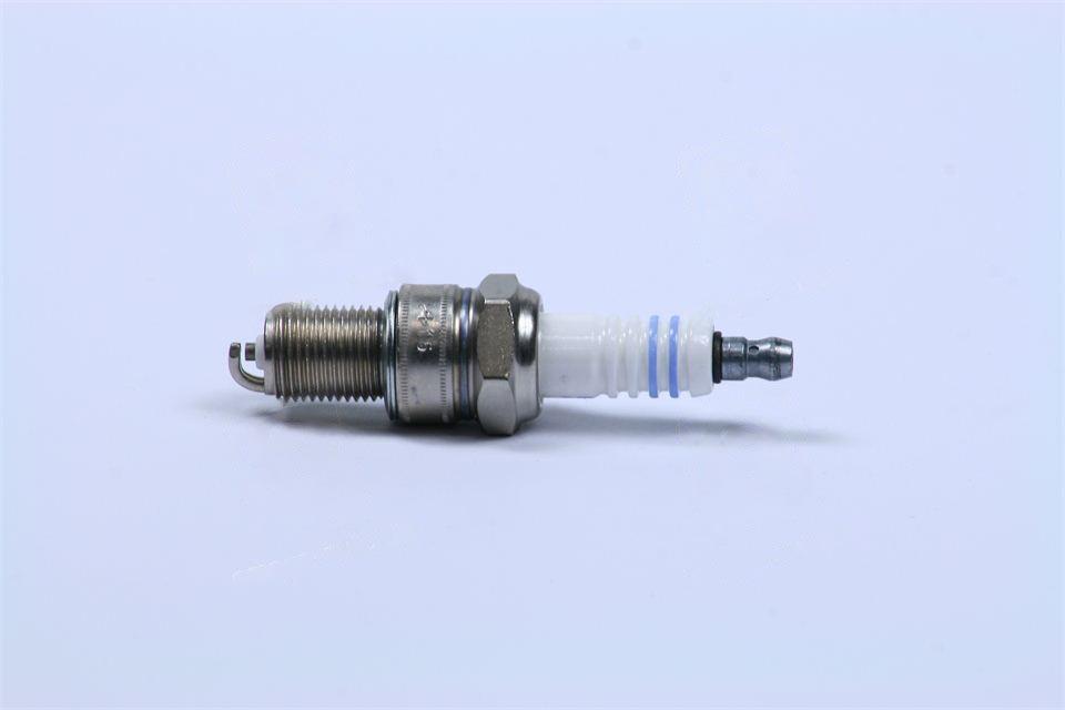 Свічка запалювання ВАЗ 2110, 2111, 2112, 2121 1.7 i (Bosch). 0 242 225 599