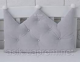Бортик-корона в дитяче ліжечко сірого кольору