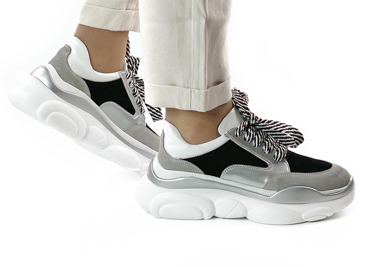 Жіночі замшеві чорно-сірі кросівки з лаковими і шкіряними вставками MORENTO