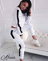 Модный женский спортивный костюм с лампасами