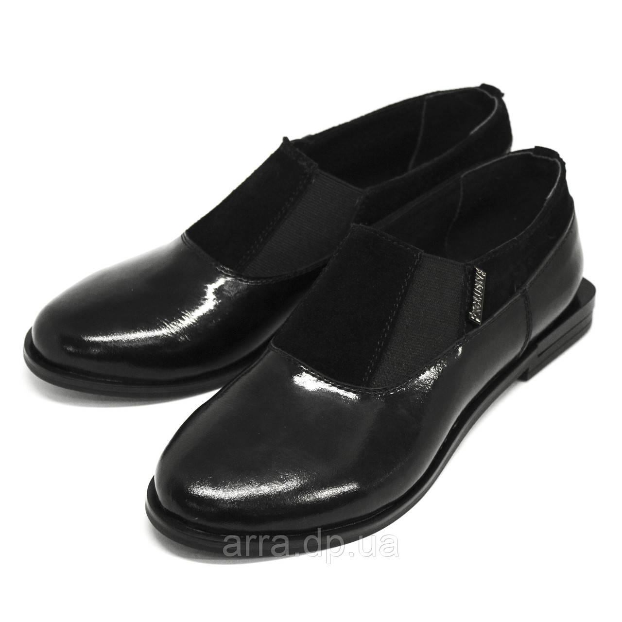 Туфли женские лаковые с двумя резинками от производителя.