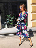 Легкое летнее платье на запах, (48-50рр), миди, за колено, принт красные пионы на синем, фото 2