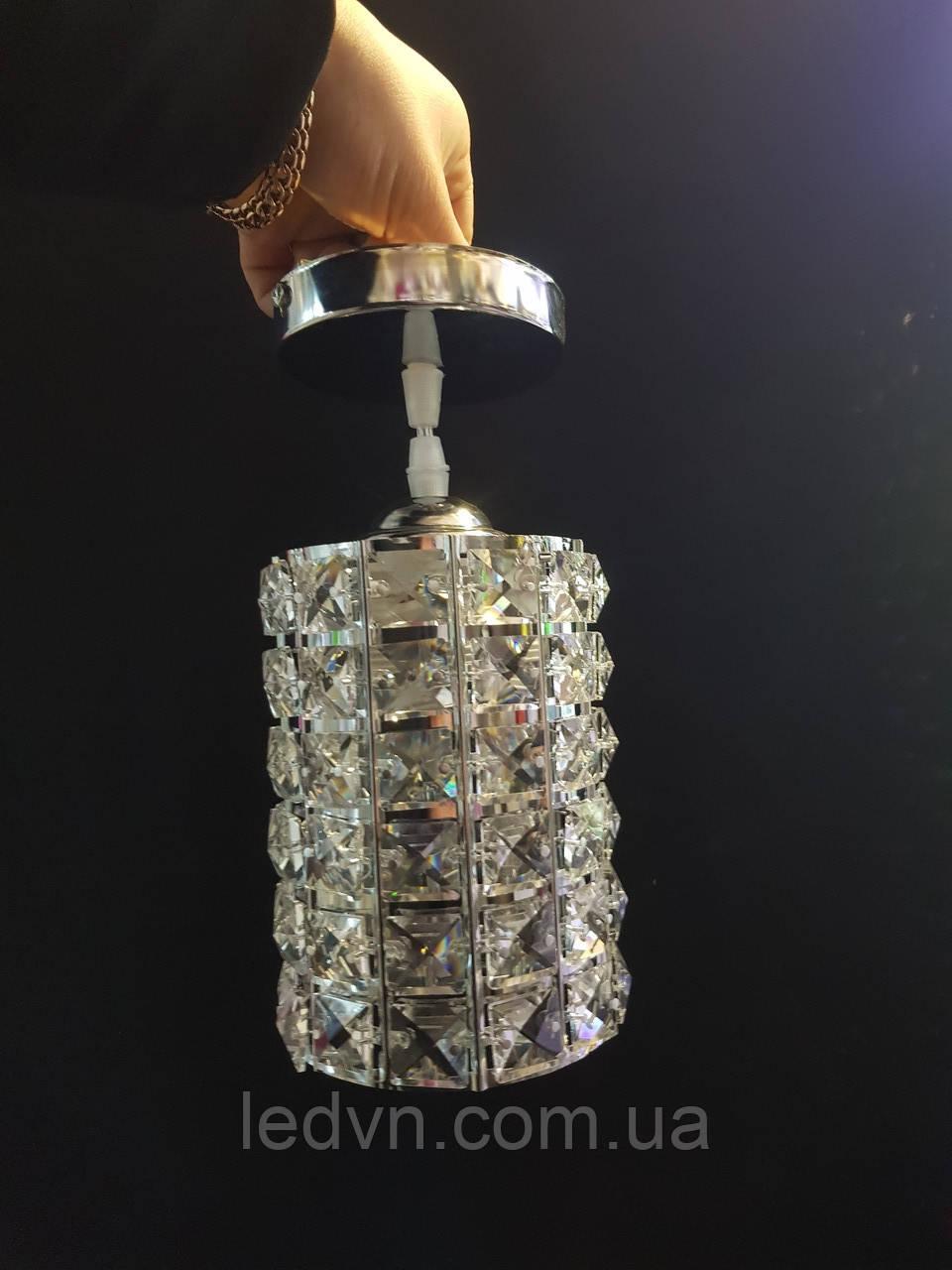 Стильний кришталевий підвіс на одну лампу хром