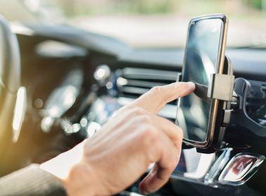 Подставки автомобильные для телефона и планшета