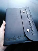 Блокнот в кожаной обложке ручной работы из натуральной кожи Revier черного цвета с именной гравировкой