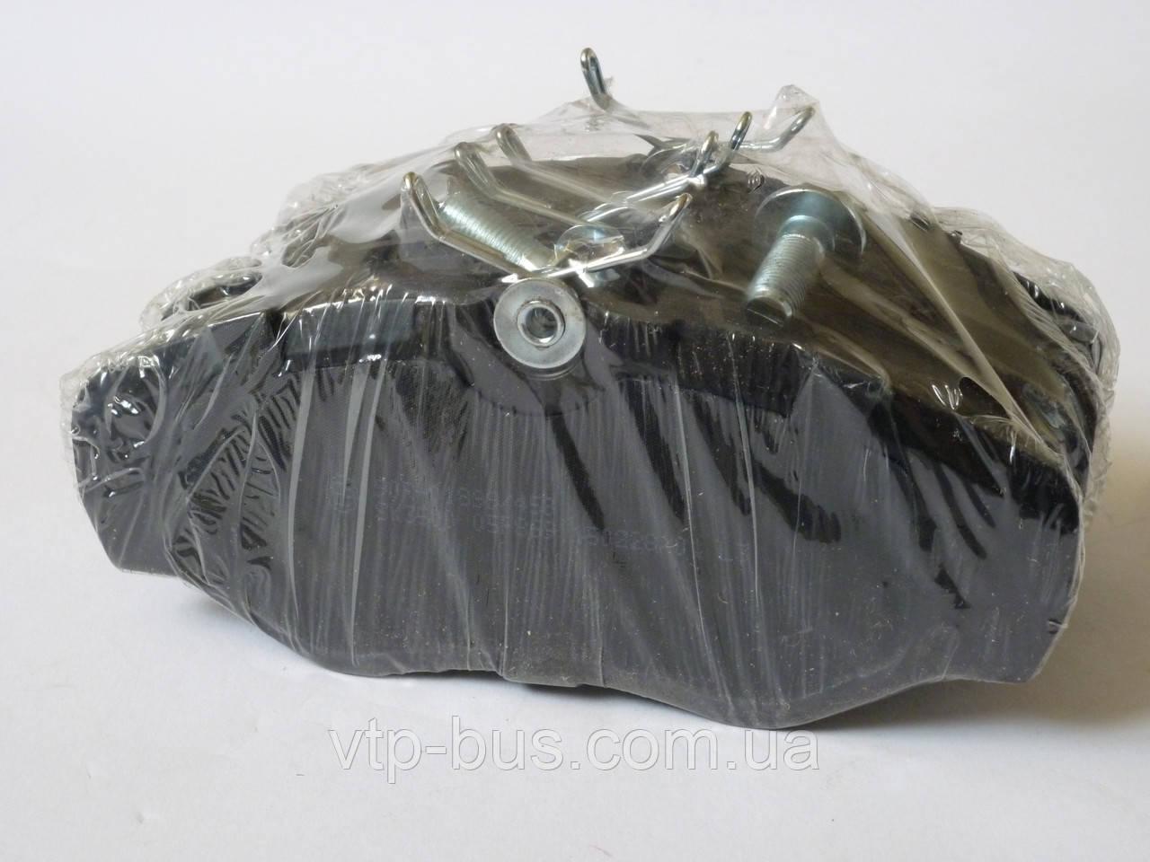 Тормозные колодки передние на Renault Trafic / Opel Vivaro / Nissan Primastar с 2001...LPR (Италия), LPR05P869