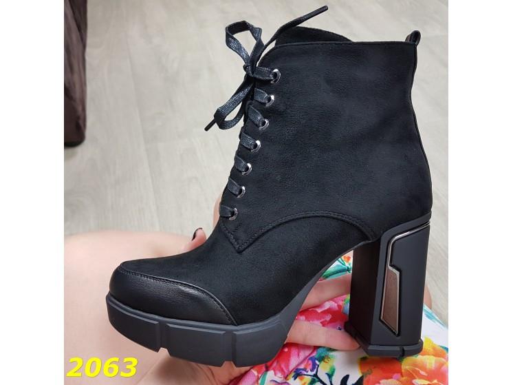 Ботинки на широком каблуке с платформой на шнуровке 35 (2063)
