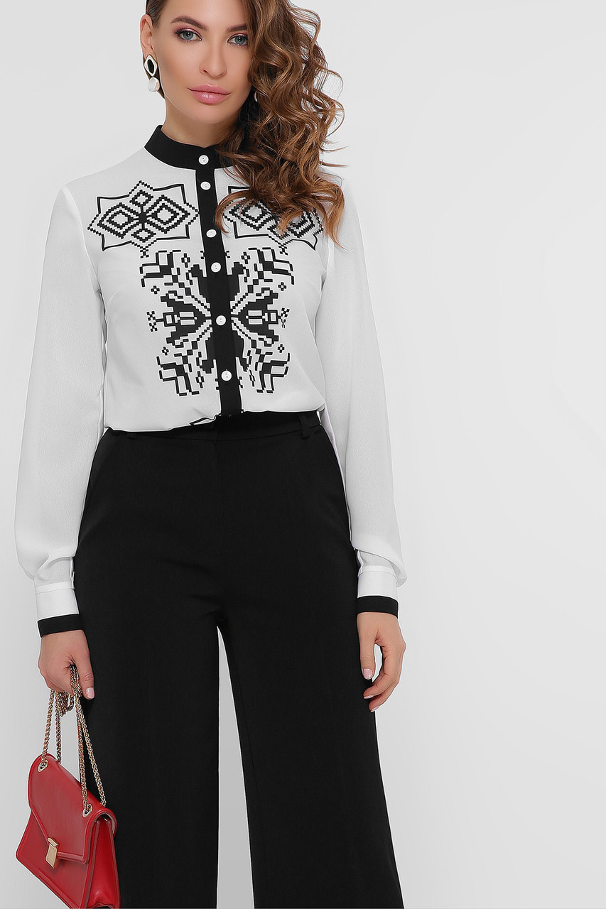 Черно-белая блузка с длинным рукавом